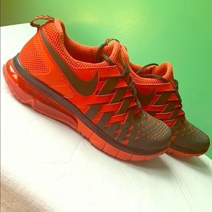 Nike fingertrap